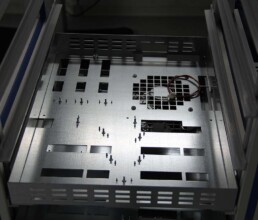 Sondergehäuse aus Blech mit mechanischer Bearbeitung