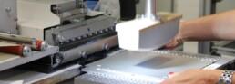 Tampondruck auf eine Aluminiumfrontplatte