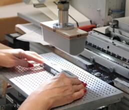 Tampondruck Maschine beim Druck eines Gehäuses