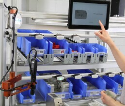 Montagearbeitsplatz mit Pick 2 Light Montageleitsystem zur Montage von Druckguss und Spritzgussteilen