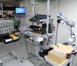 Lean Montagearbeitsplatz zur Serienfertigung eines Handgehäuses aus zwei Spritzgussteilen mit Elektronik